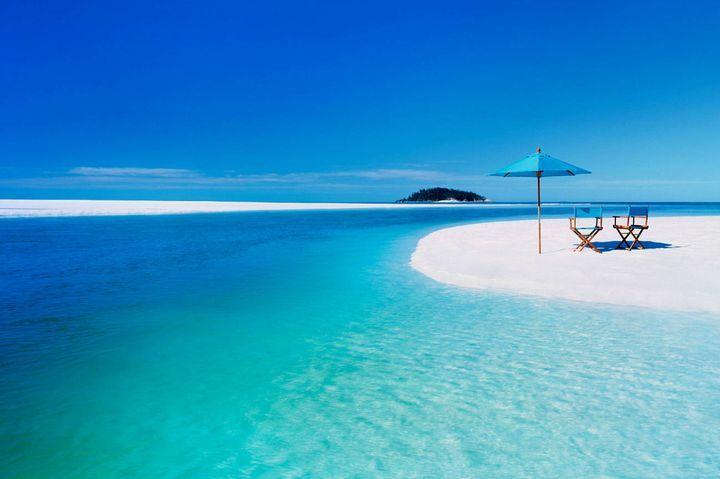 夏の綺麗なビーチ