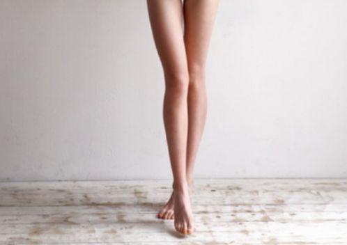 スラリと美しい脚